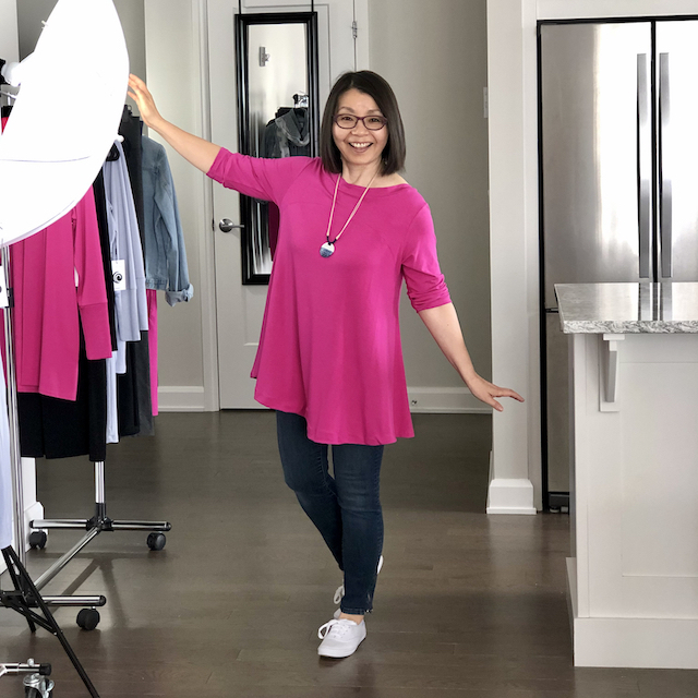 Looking for a Size 3(L) COKANNA Kanbassador by Colleen Kanna, Photo of swing top over jeans and sneakers