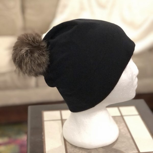 Bamboo toque with removable fur pompom